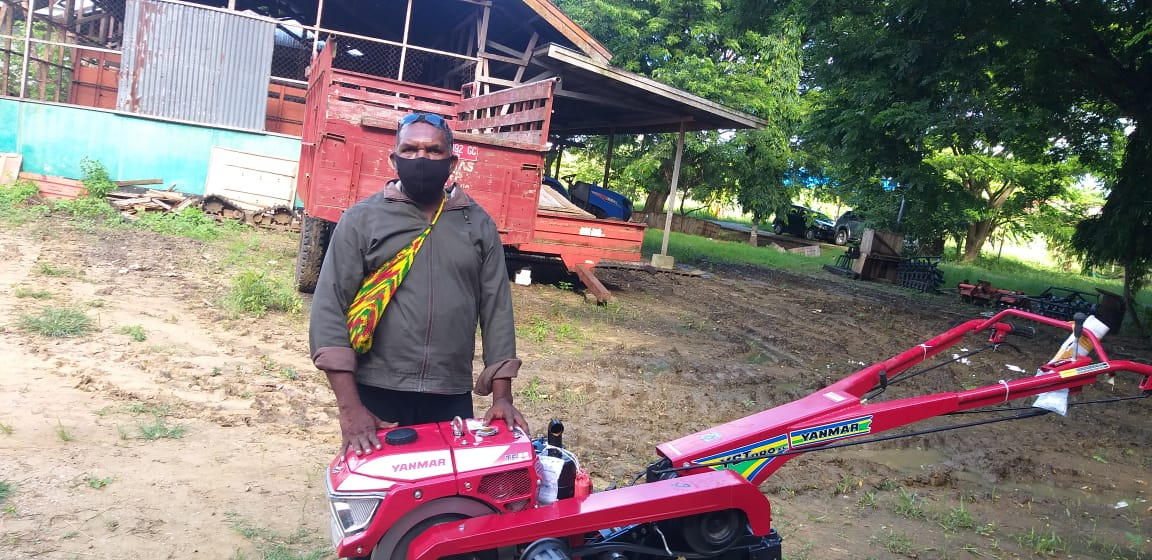 bapak Norbertus Wanewob Petani Asli Papua