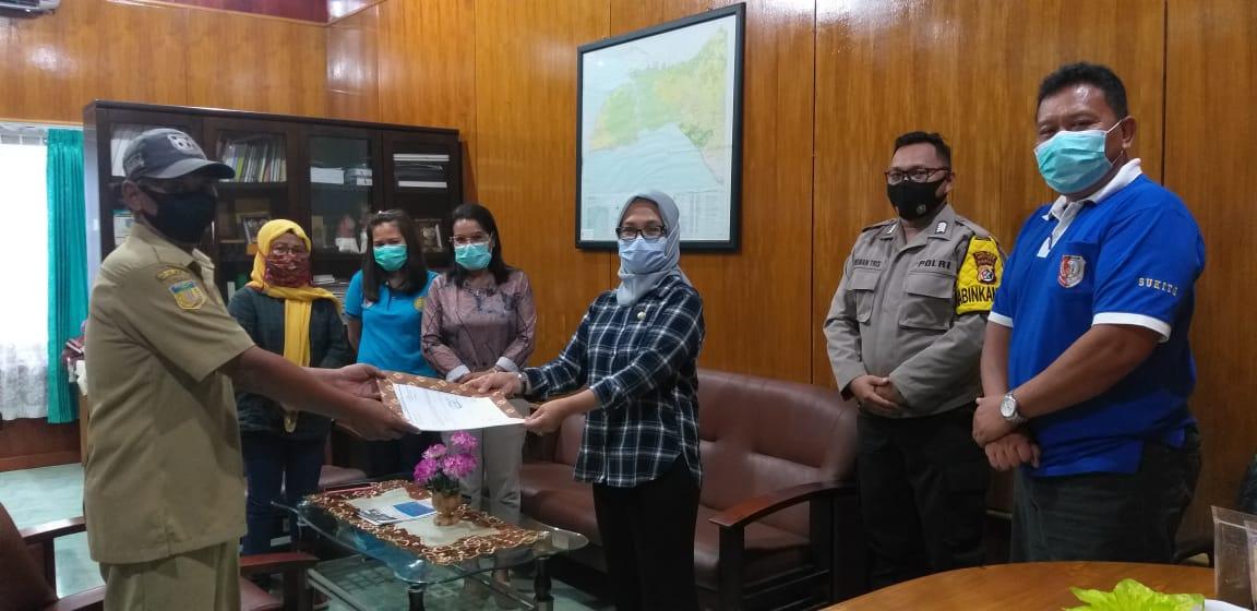 Penyerahan proposal pembukaan lahan kopi bagi petani kopi di Muting ke kepala Dinas/upate berita