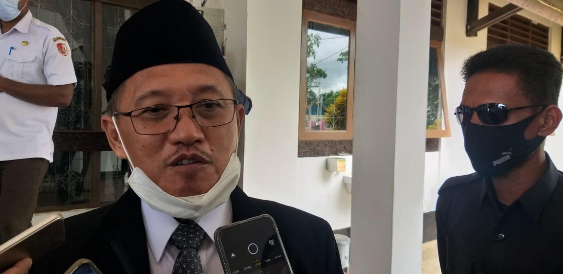 Haji Riduwan saat wawancara didampingi Ajudan